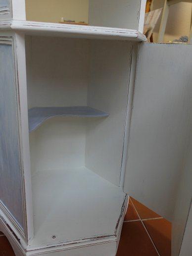 Kleine Ablage im Schrank